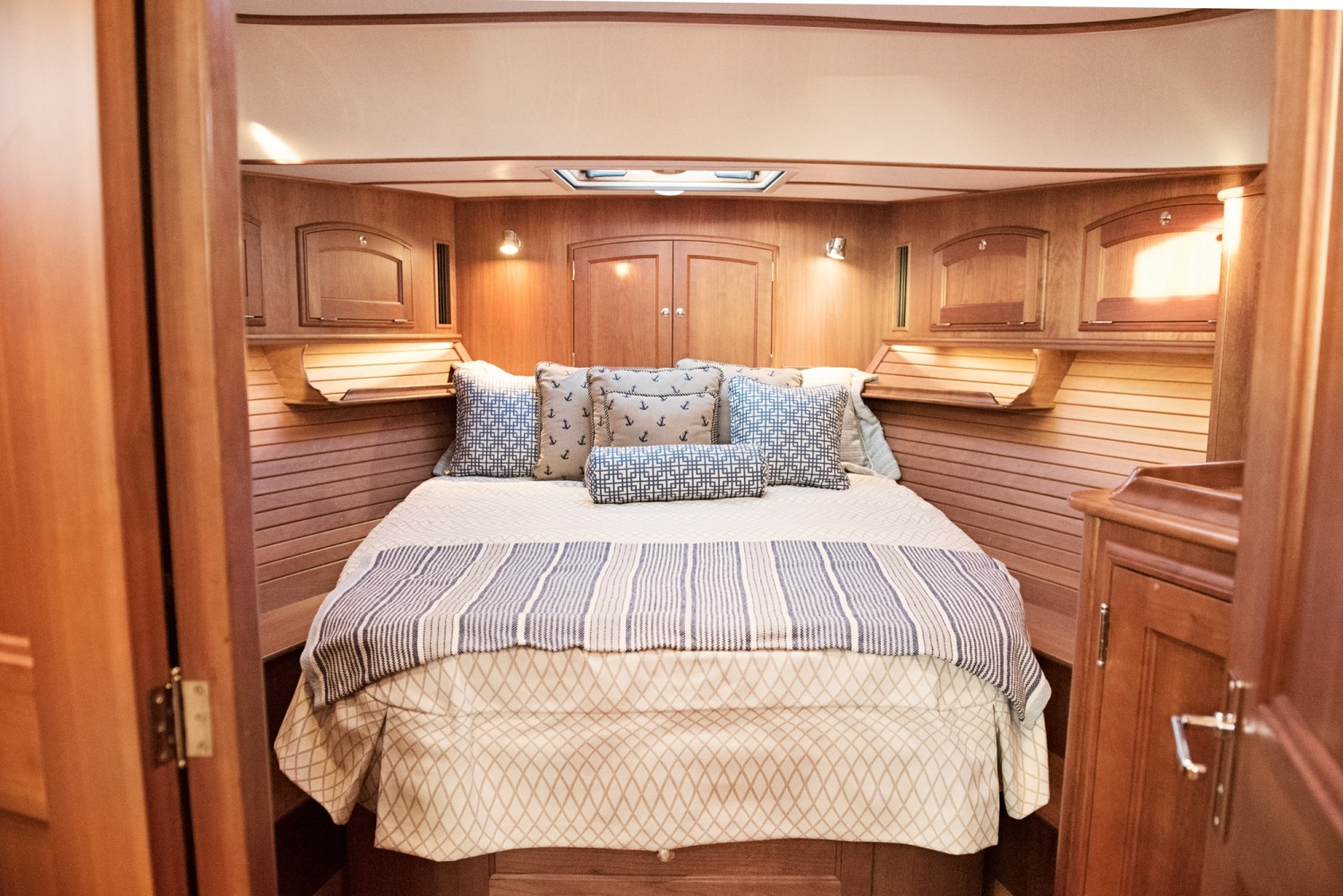 Hinckley 48 Flybridge for Sale_ 024