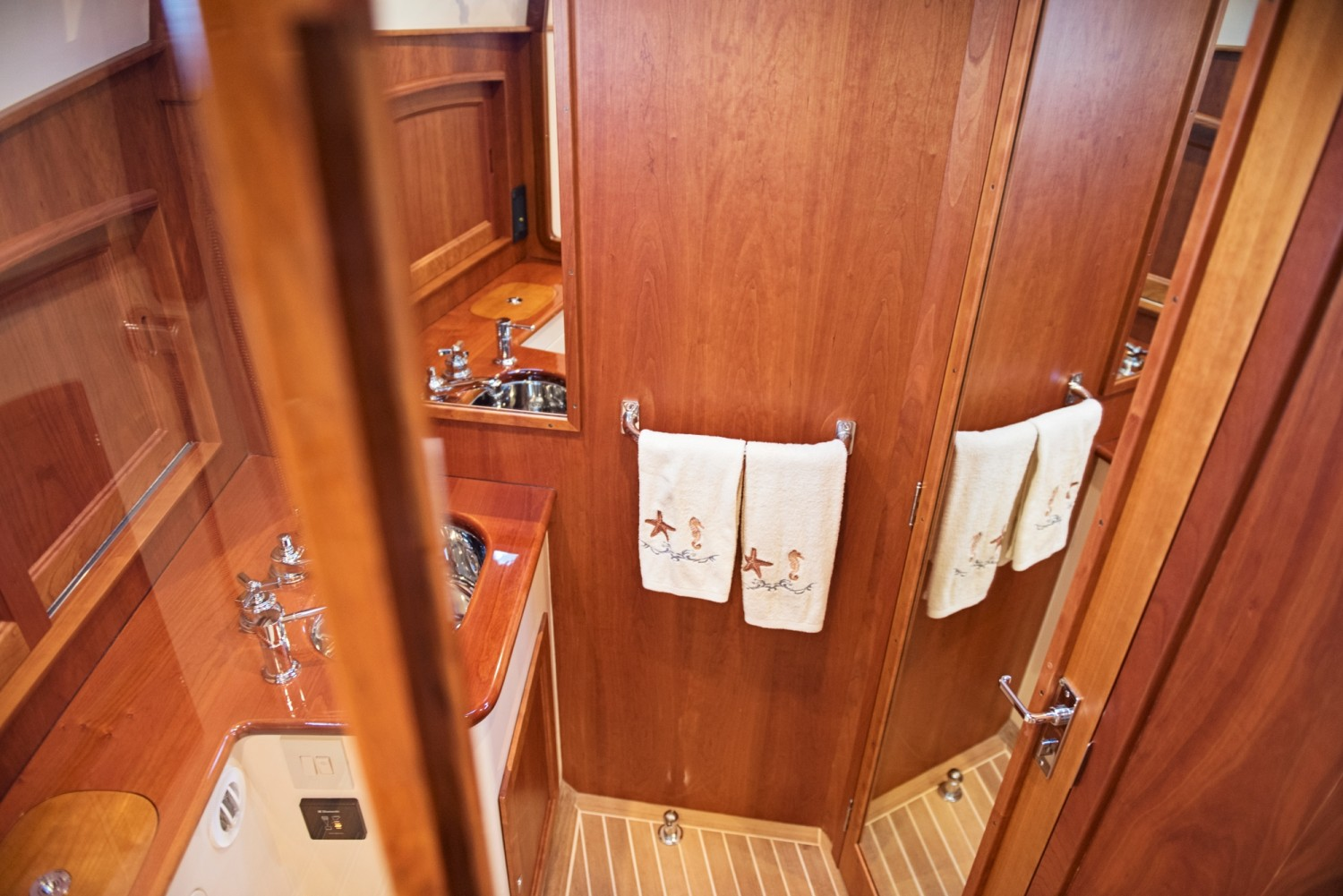 Hinckley 48 Flybridge for Sale_ 030