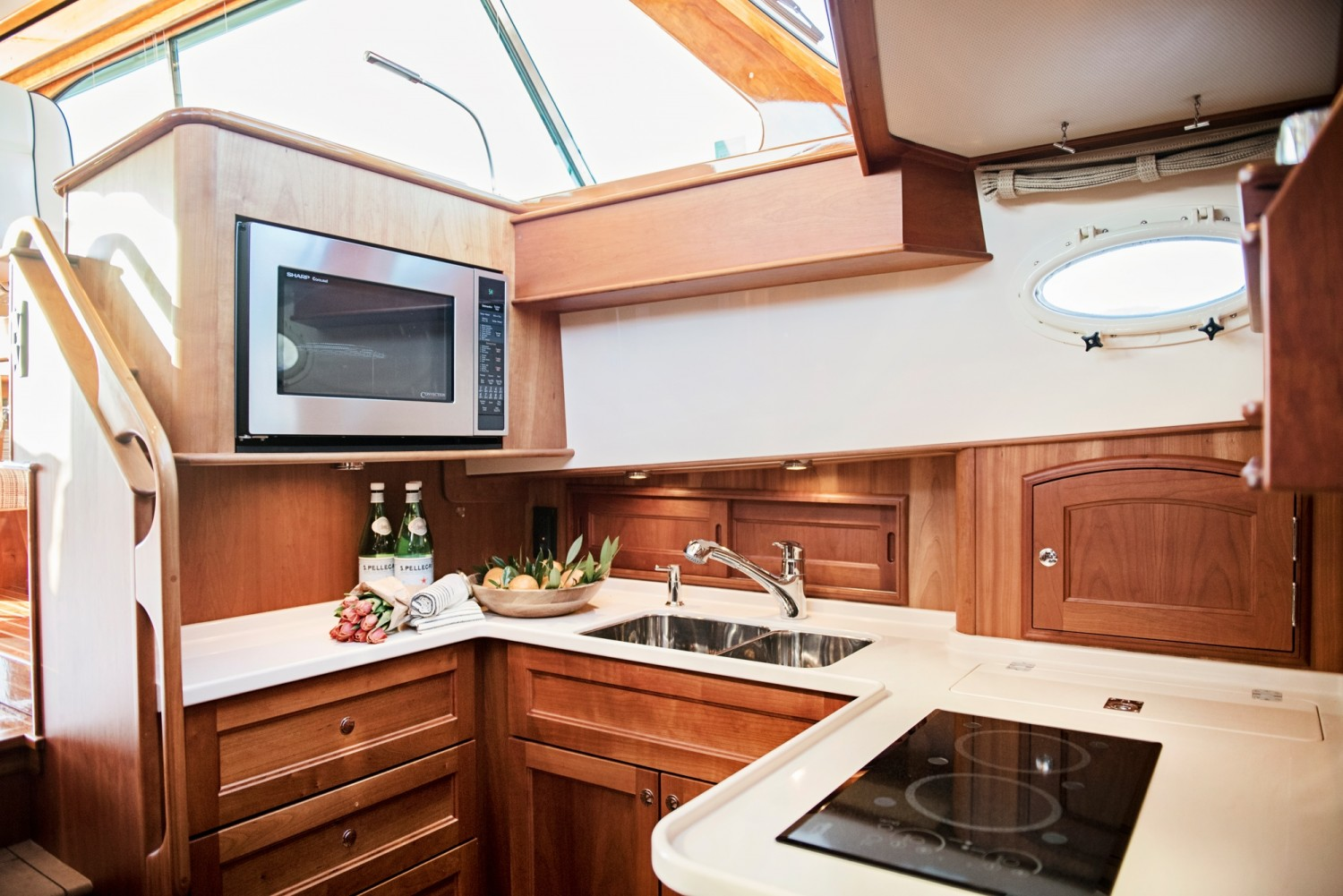 Hinckley 48 Flybridge for Sale_ 012