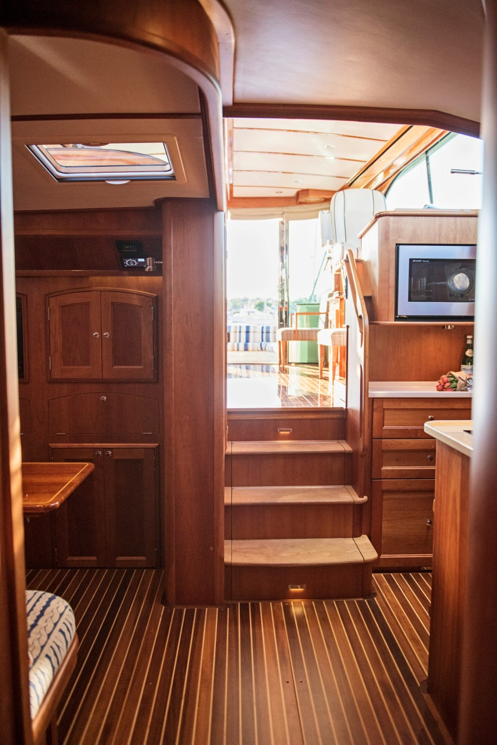 Hinckley 48 Flybridge for Sale_ 017