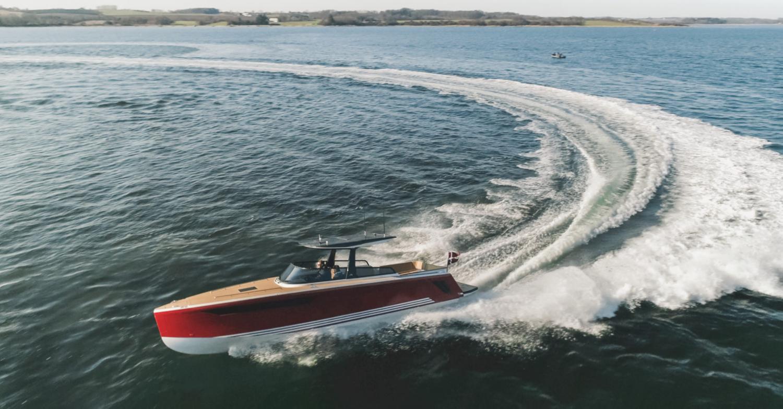 X-Yachts-Power-33c01